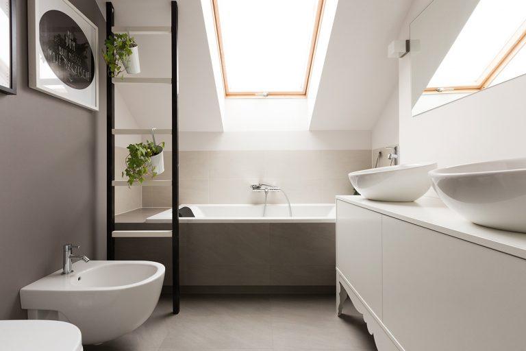 Urządzamy łazienkę – wanna a styl pomieszczenia