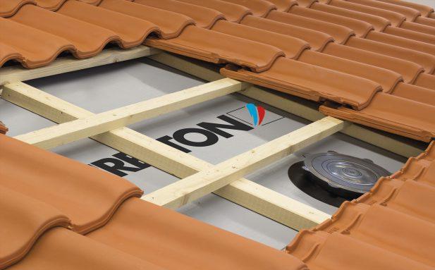 Tylko najlepsze na rynku membrany dachowe są odporne na uszkodzenia podczas montażu oraz zapewniają świetne parametry w zakresie wodoszczelności i paroprzepuszczalności