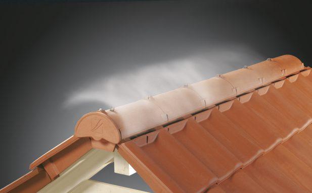 Zastosowanie wentylowanej kalenicy CREATON zapewnia optymalną wentylację dachu, nawet przy małym kącie nachylenia połaci